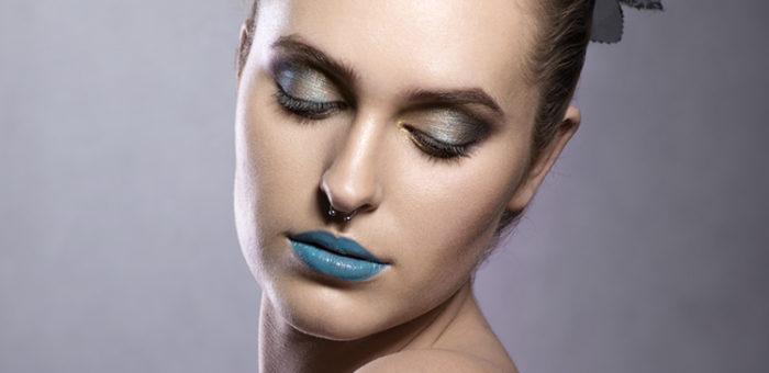 Upięcie i makijaż glamour